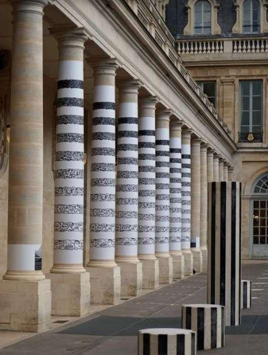 Installation éphémère de LMDZ (Le Module de Zeer), dans la cour d'honneur du palais royal face aux colonnes de Buren (Photo de Jean Faucheur)